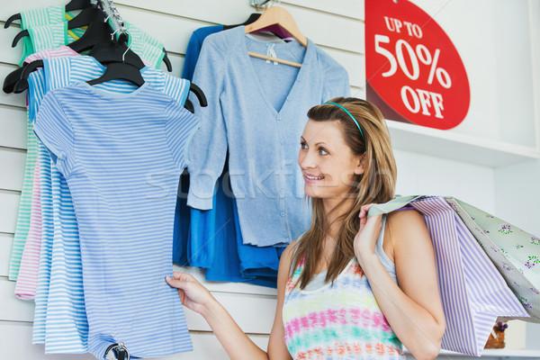 Elragadtatott nő választ ruházat bolt nők Stock fotó © wavebreak_media