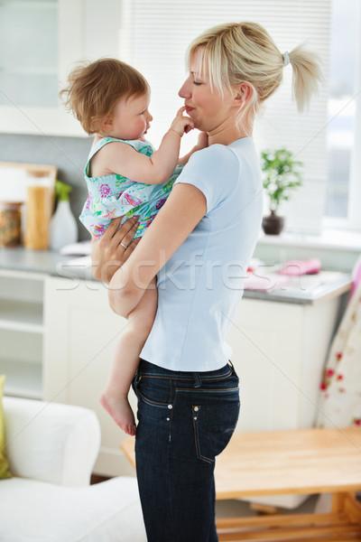 Jungen Mutter spielen Tochter Wohnzimmer Frau Stock foto © wavebreak_media