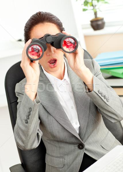 Verwonderd zakenvrouw vergadering stoel naar verrekijker Stockfoto © wavebreak_media