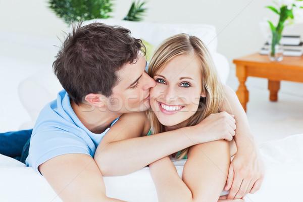 Ritratto attento fidanzato bacio sorridere fidanzata Foto d'archivio © wavebreak_media