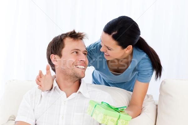 幸せ 男 現在 ガールフレンド 座って ソファ ストックフォト © wavebreak_media