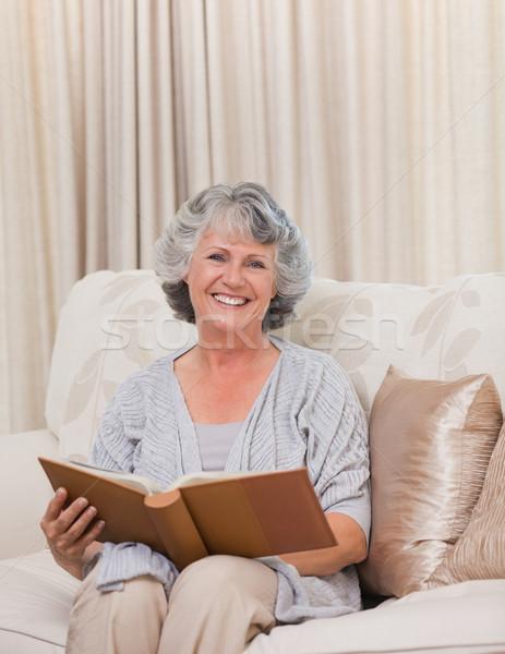 Idős néz fényképalbum otthon nő ház Stock fotó © wavebreak_media