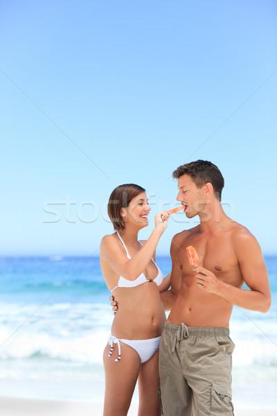 Amantes alimentação sorvete céu casal verão Foto stock © wavebreak_media