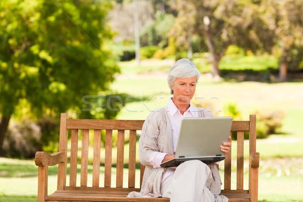 Pensione donna lavoro laptop lavoro testa Foto d'archivio © wavebreak_media