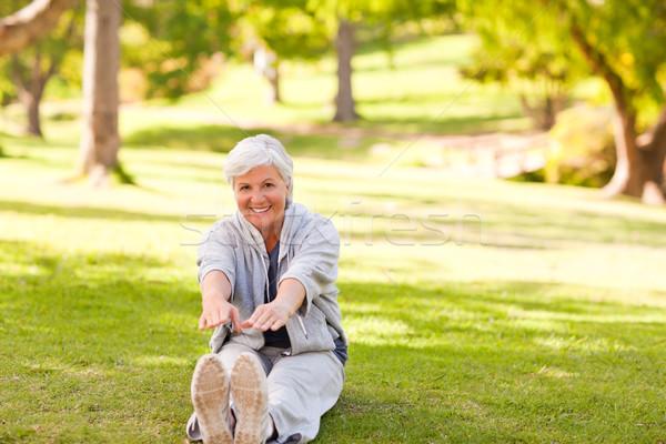 Nyugdíjas nő park egészség női személy Stock fotó © wavebreak_media