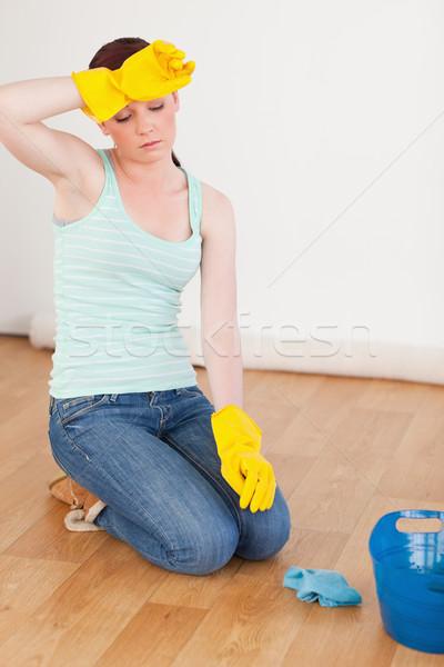 Vonzó nő törik takarítás padló otthon Stock fotó © wavebreak_media