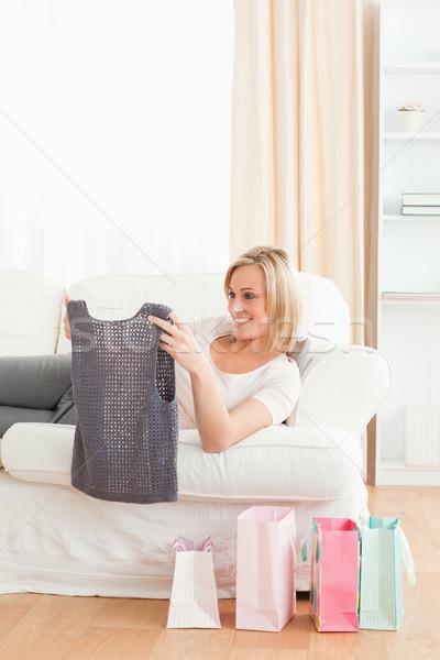 Portré nő néz ruházat vásárolt nappali Stock fotó © wavebreak_media