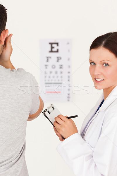Női optikus készít jegyzetek beteg látásvizsgálat Stock fotó © wavebreak_media