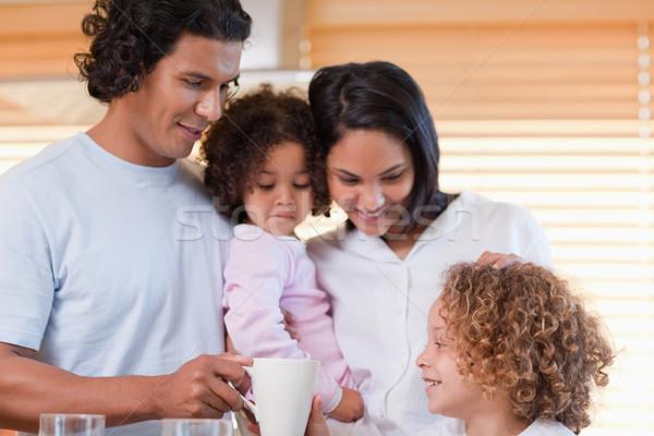 Jovem família café da manhã juntos comida cozinha Foto stock © wavebreak_media