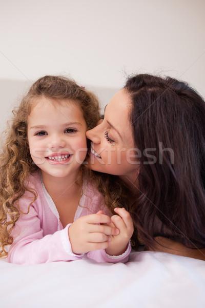 Jovem mãe beijando bochecha amor casa Foto stock © wavebreak_media