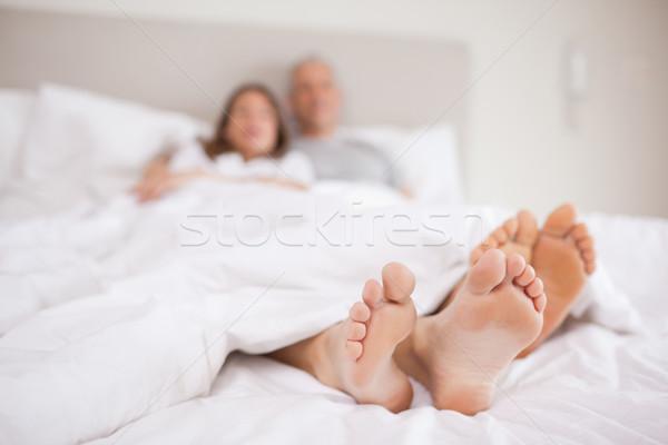 пару кровать камеры Focus ног улыбка Сток-фото © wavebreak_media