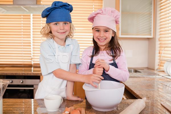 Broers en zussen samen keuken glimlach meisjes Stockfoto © wavebreak_media