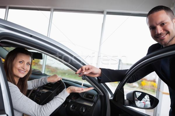 Nő ül autó kéz garázs boldog Stock fotó © wavebreak_media