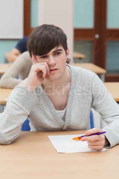 öğrenci oturma tablo düşünme kâğıt adam Stok fotoğraf © wavebreak_media