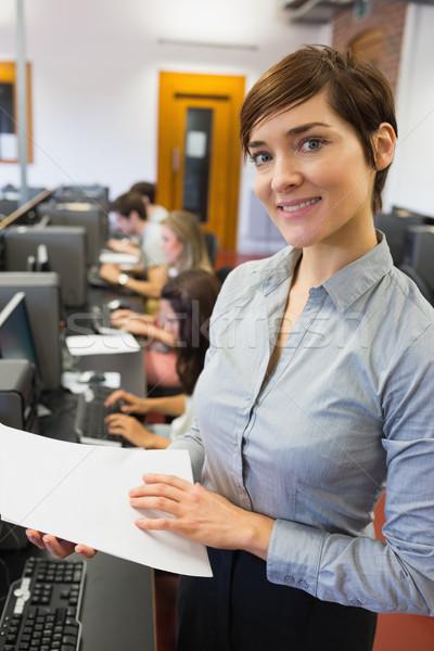 öğretmen ayakta bilgisayar odası kağıtları gülen Stok fotoğraf © wavebreak_media