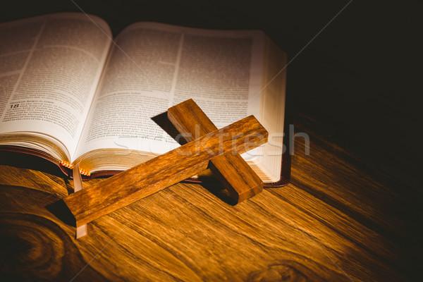 オープン 聖書 十字架 アイコン 木製のテーブル 光 ストックフォト © wavebreak_media