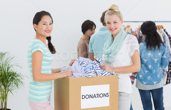 Personas ropa donación grupo jóvenes oficina Foto stock © wavebreak_media