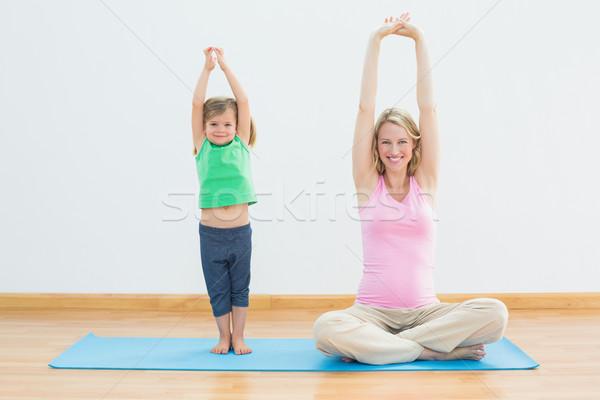 Incinta madre figlia yoga insieme fitness Foto d'archivio © wavebreak_media