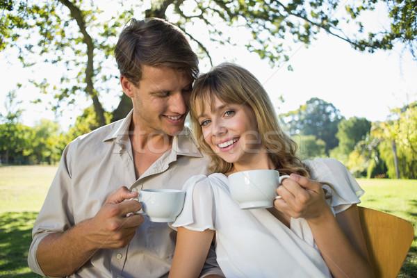 Glimlachend paar thee buiten cafe Stockfoto © wavebreak_media
