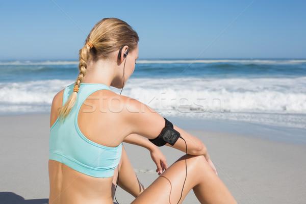 Fitt nő ül tengerpart elvesz törik Stock fotó © wavebreak_media