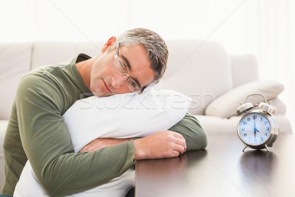 Сток-фото: человека · подушка · будильник · таблице · домой