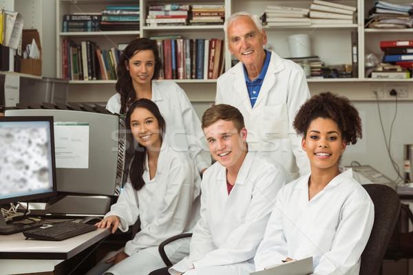 Stok fotoğraf: Bilim · Öğrenciler · gülen · kamera · profesör · üniversite