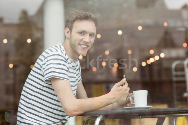 Uśmiechnięty student posiedzenia gorący napój Kafejka uczelni Zdjęcia stock © wavebreak_media