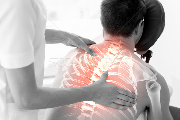 Wervelkolom man fysiotherapie digitale composiet arts gezondheid Stockfoto © wavebreak_media