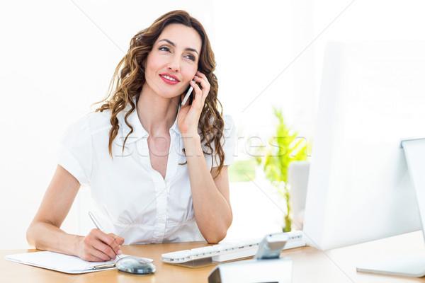 Mosolyog üzletasszony telefonbeszélgetés fehér számítógép nő Stock fotó © wavebreak_media