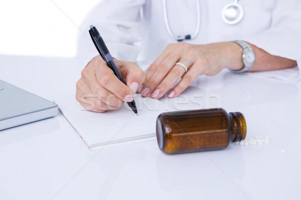 Arts schrijven notepad medische kantoor computer Stockfoto © wavebreak_media