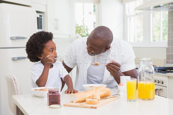 Vader zoon eten ontbijt keuken kind jongen Stockfoto © wavebreak_media