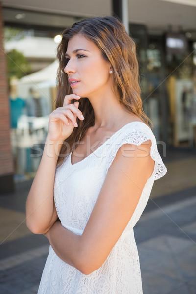 Centrado mujer atractiva compras femenino cliente Foto stock © wavebreak_media