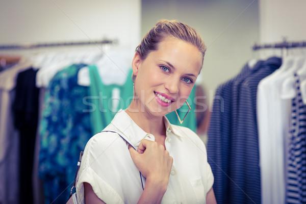 Sorrindo olhando câmera retrato roupa armazenar Foto stock © wavebreak_media