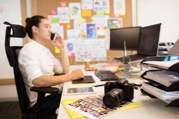 ストックフォト: デザイナー · 話し · 電話 · 創造 · オフィス · コンピュータ