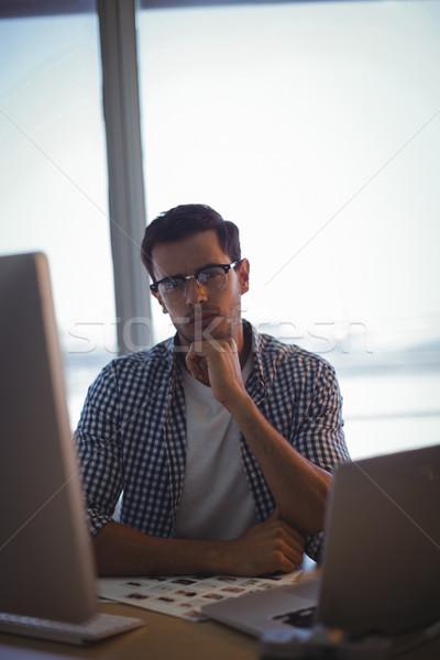 Sério gráfico estilista sessão escritório retrato Foto stock © wavebreak_media