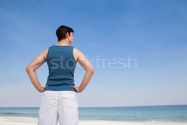Man permanente strand hand heupen achteraanzicht Stockfoto © wavebreak_media