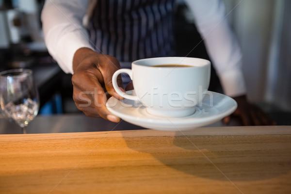 Camarero café Servicio contra madera Foto stock © wavebreak_media