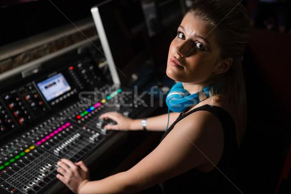 Weiblichen Audio Ingenieur Sound Mixer Tonstudio Stock foto © wavebreak_media