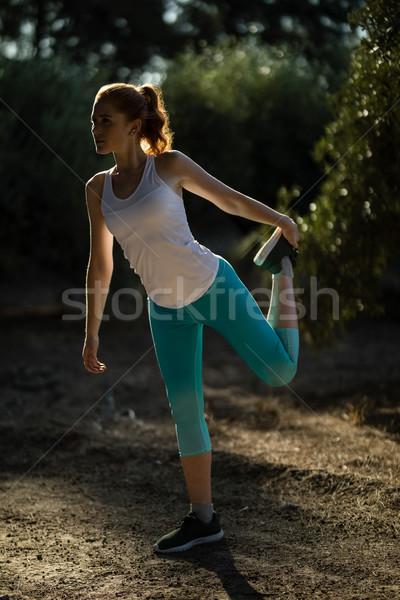若い女性 行使 フィールド ファーム 女性 ストックフォト © wavebreak_media