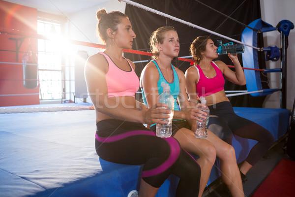 Moe vrouwelijke vergadering water flessen Stockfoto © wavebreak_media