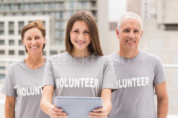 Sorridente voluntários comprimido retrato telhado edifício Foto stock © wavebreak_media