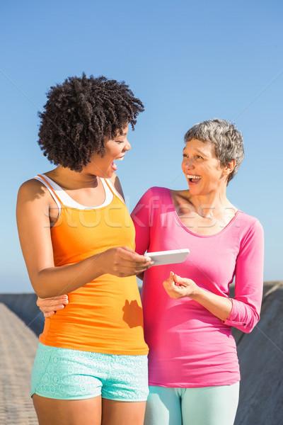 2 笑い スポーティー 女性 見える 女性 ストックフォト © wavebreak_media