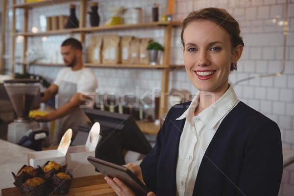 Portré mosolyog tulajdonos tabletta pincér dolgozik Stock fotó © wavebreak_media