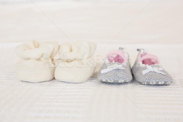 Zuigeling schoenen bed huis home witte Stockfoto © wavebreak_media