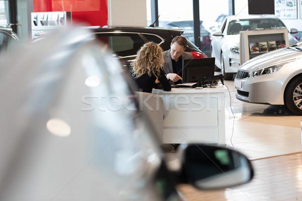 Satıcı müşteri araba showroom kadın Stok fotoğraf © wavebreak_media