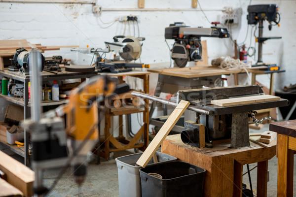 Araçları kullanılmış marangozluk tozlu atölye Stok fotoğraf © wavebreak_media
