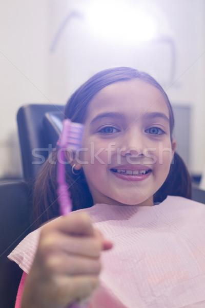 Jóvenes paciente cepillo de dientes dentales clínica Foto stock © wavebreak_media