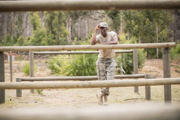 Katonaság férfi áll akadályfutás csizma tábor Stock fotó © wavebreak_media