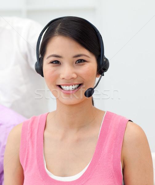 Encantador jovem empresária falante fone escritório Foto stock © wavebreak_media