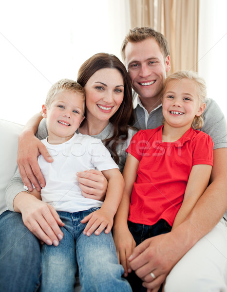 Primer plano adorable familia sesión sofá salón Foto stock © wavebreak_media
